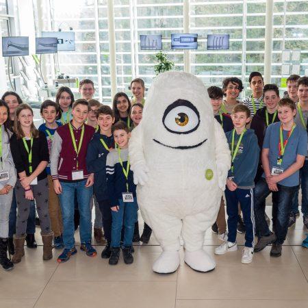 Schüler der Salzburg International School (SALIS) erleben Technik bei W&H