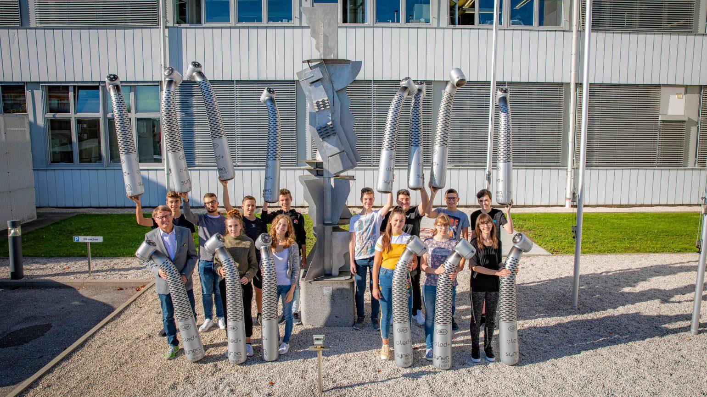 13 neue Lehrlinge starten bei W&H durch!