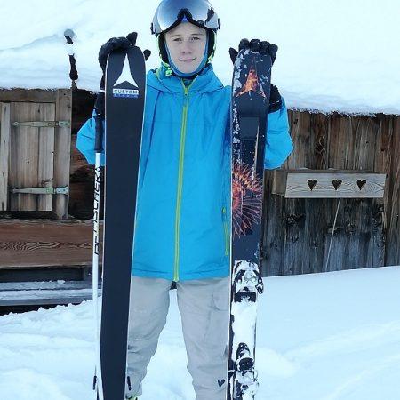 Glücklicher Gewinner eines Atomic Ski!